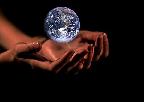 manos tierra